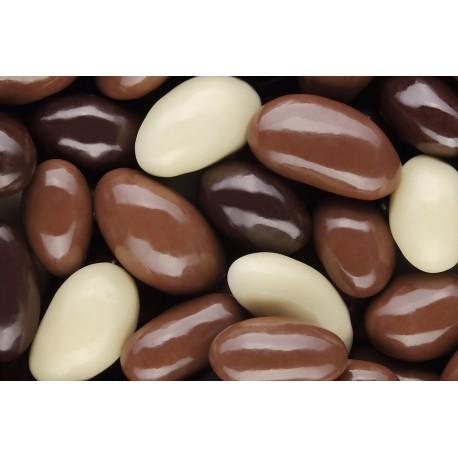 Fave di cacao tostate e ricoperte